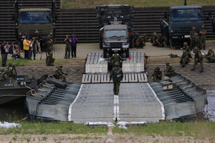 2014年実施の南海レスキューにて、陸上自衛隊の92式浮橋完成状態