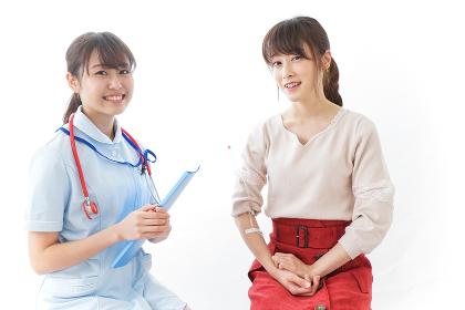 病気の治療をする女性