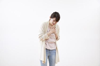 胸が痛む日本人女性