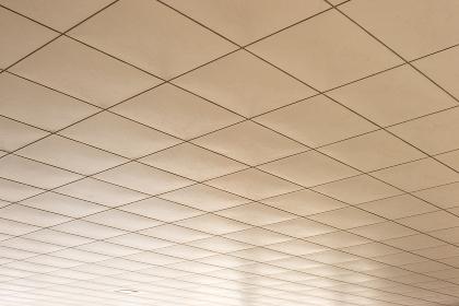 半屋外のビルの天井の建材(パターン・グラフィック素材)