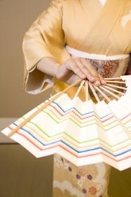 日本舞踊を踊る女性
