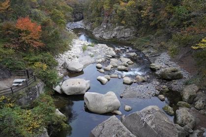 磊々峡の紅葉とせせらぎの風景、宮城県仙台市秋保温泉
