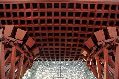 金沢駅兼六園口の鼓門