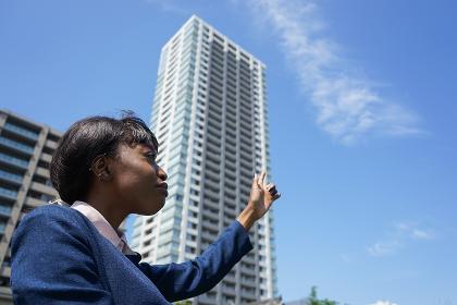 日本観光をする外国人女性