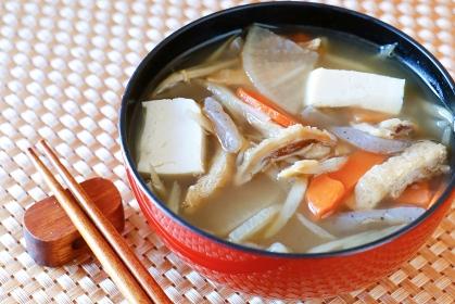 けんちん汁 日本の伝統的なスープ