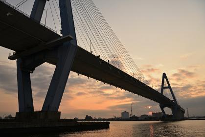 名港東大橋からの日の出