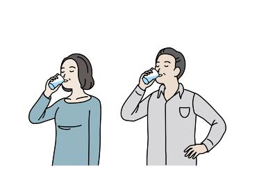 水を飲む中高年の夫婦 水分補給 男女 ミドル イラスト素材