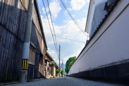白壁の萩市武家屋敷の街並み
