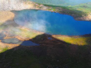 北アルプス乗鞍岳頂上からの乗鞍池の朝