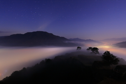 竹田城跡からみた夜の雲海