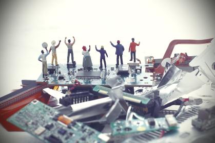 パソコンの残骸と未来社会の災害