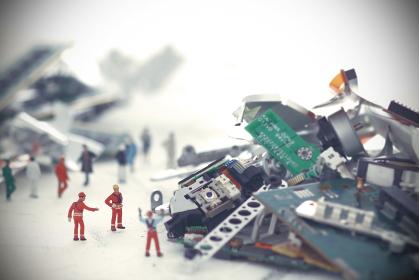 コンプーターの残骸と未来社会の災害