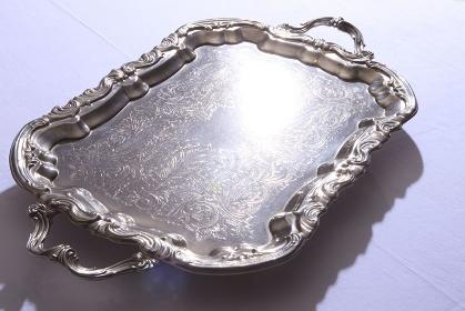 銀食器のトレー