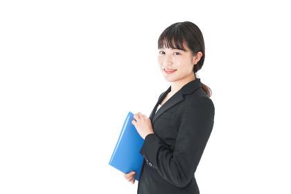 笑顔のスーツを着たビジネスウーマン