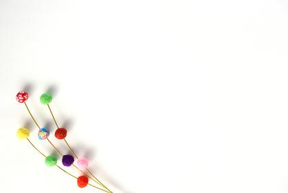 正月イメージ ちりめんで作った餅花 6 白背景