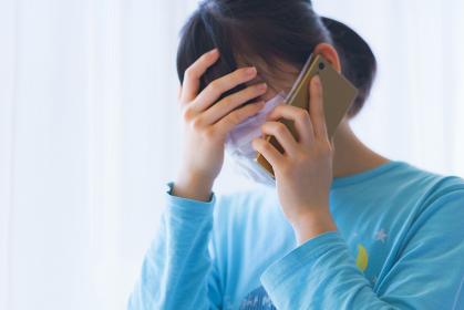 朝起床してスマホで会社に体調不良を電話連絡して出社を見合わせる【ウィズコロナのニューノーマル】