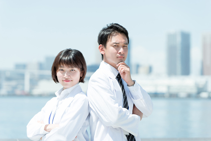 白衣の男女(20代・30代・医者)
