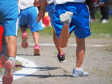小学校の運動会 リレー選手の走り