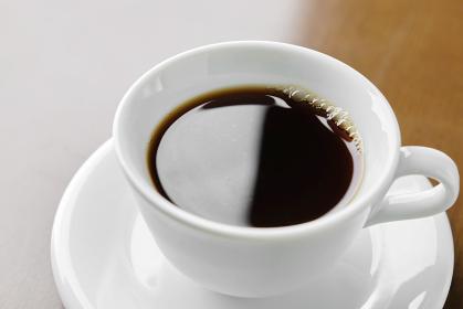 白カップのシンプルなコーヒー