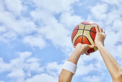 バスケットボールを持つ手
