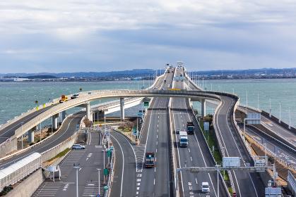 日本・東京湾アクアライン、木更津方面