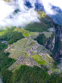 ペルー・天空都市マチュピチュ全景をワイナピチュ山から見下ろした様子