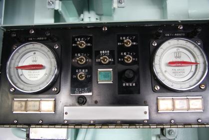 護衛艦「しらね」のフィンスタビライザ制御盤(2010海自舞鶴基地チビッコヤング大会イベント)