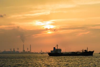 関門海峡に沈む夕陽