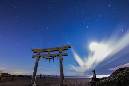 東浪見海岸の鳥居と夜空