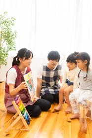 数字の勉強をする園児