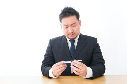 語学学習をするビジネスマン