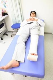 骨折した男性患者