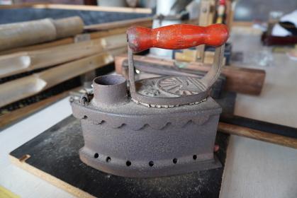 鉄製のアンティークアイロン
