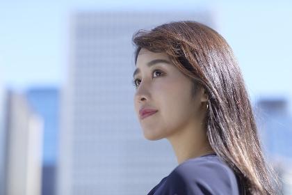 横顔の日本人女性のポートレート