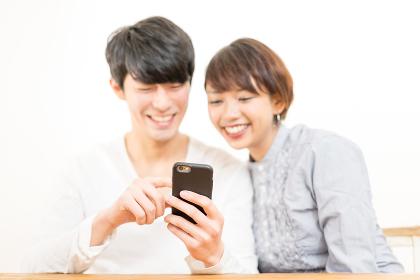 スマートフォン・日本人・インドネシア人
