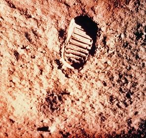 宇宙飛行士の足跡