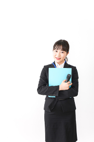 プレゼンテーションをする若いビジネスウーマン 営業イメージ