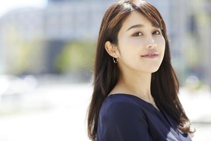 笑顔の日本人女性のポートレート