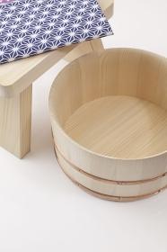 天然木の湯殿いすと湯桶と日本手拭い