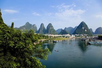 中国・桂林 漓江と陽朔の町並み