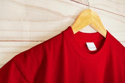 赤色のシャツ 襟元のアップ 5478