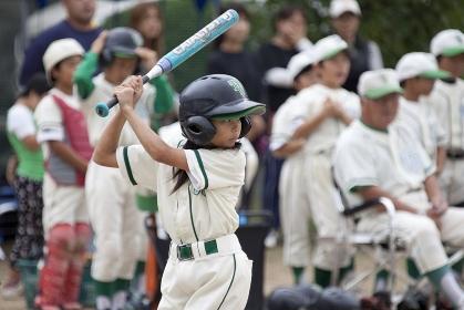 少年野球女子バッター