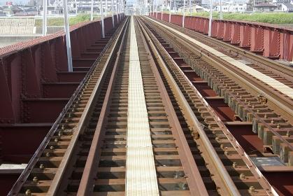 路面電車のレールと鉄橋