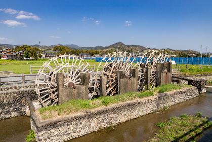 稲作シーズンを待つ現役の三連水車 福岡県朝倉市