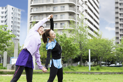 準備運動する女性