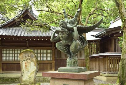 尾山神社・母子順風之像