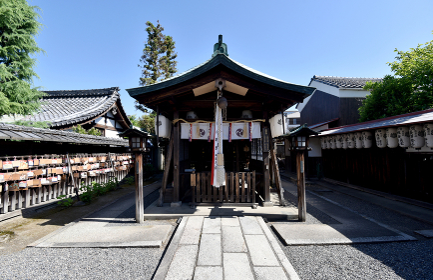 劔神社 拝殿 京都市東山区