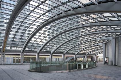 汐留駅付近のガラス屋根の建物