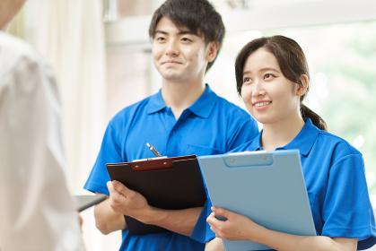 研修を受ける新人介護士