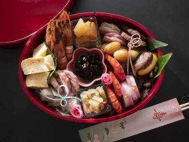お重箱に入った手作りのおせち料理